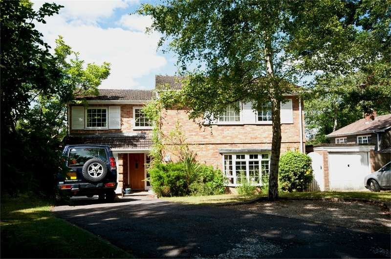 4 Bedrooms Detached House for rent in Auclum Close, Burghfield Common, Reading, RG7