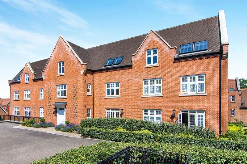 2 Bedrooms Flat for sale in The Galleries, Warley, Brentwood, CM14