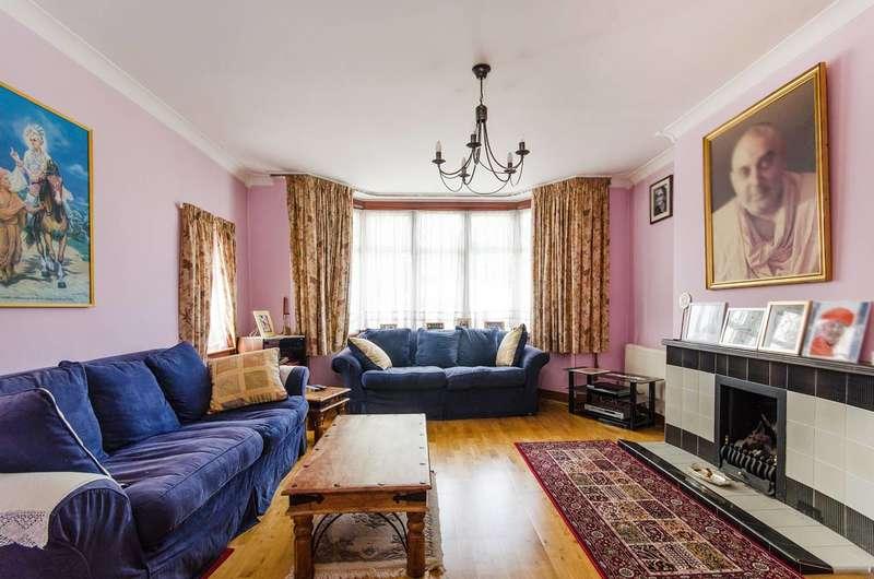 3 Bedrooms Semi Detached House for sale in Queenscourt, Wembley, HA9