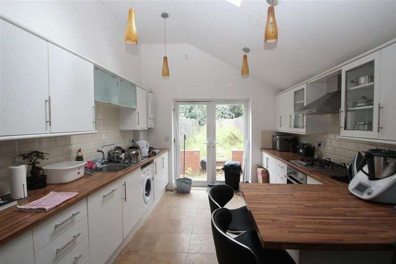 Property for rent in Three Bedroom House Share Close By QE Hospital