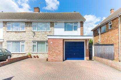 3 Bedrooms Semi Detached House for sale in Tiverton Road, Bedford, Bedfordshire