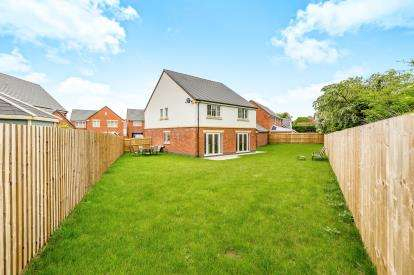 5 Bedrooms Detached House for sale in Somerset Drive, Northampton, Northamptonshire