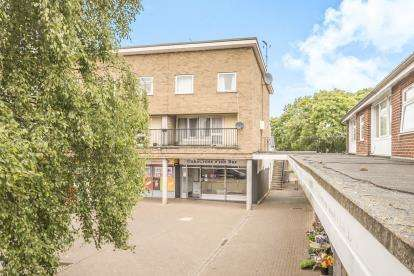 3 Bedrooms Maisonette Flat for sale in Oaks Cross, Stevenage, Hertfordshire, England