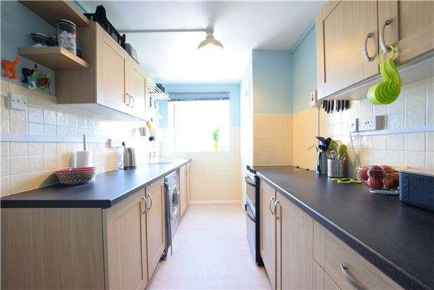 2 Bedrooms Flat for sale in Haywards Road, Charlton Kings, CHELTENHAM, Gloucestershire, GL52 6RQ