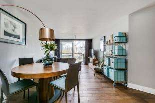 2 Bedrooms Flat for sale in Dolphin House, Smugglers Way, London