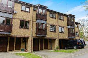 3 Bedrooms Terraced House for sale in The Courtyard, Whytebeam View, Whyteleafe, Surrey