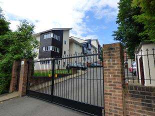 2 Bedrooms Flat for sale in Buckland Rise, Maidstone, Kent