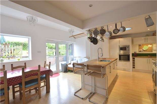 4 Bedrooms Detached Bungalow for sale in Twyning, TEWKESBURY, Gloucestershire, GL20 6JL