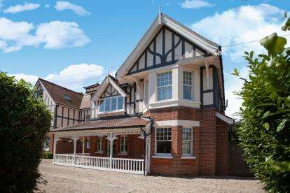 3 Bedrooms Flat for sale in 55 Fourth Avenue, Frinton-on-Sea, Essex