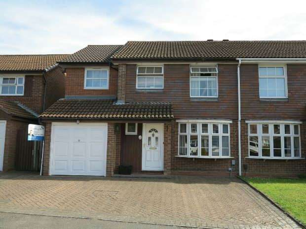 4 Bedrooms Semi Detached House for rent in Mitchell Way, Woodley, RG5 4NQ