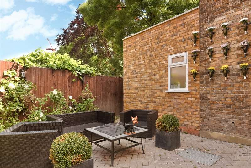 2 Bedrooms Maisonette Flat for sale in Kenton Road, Harrow, Middlesex, HA1