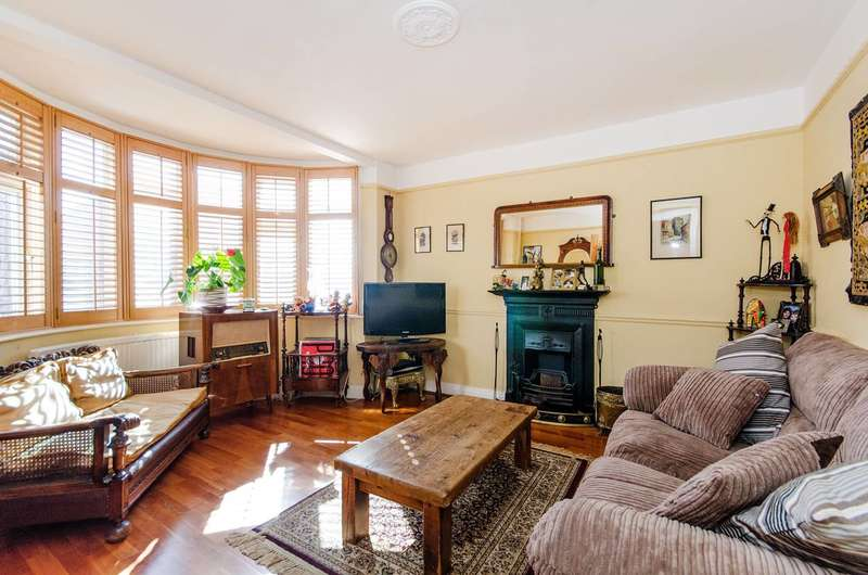 4 Bedrooms House for sale in Kings Way, Harrow, HA1