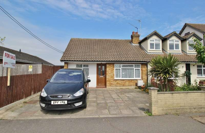 2 Bedrooms Bungalow for sale in Thorn Lane, Rainham, Essex, RM13