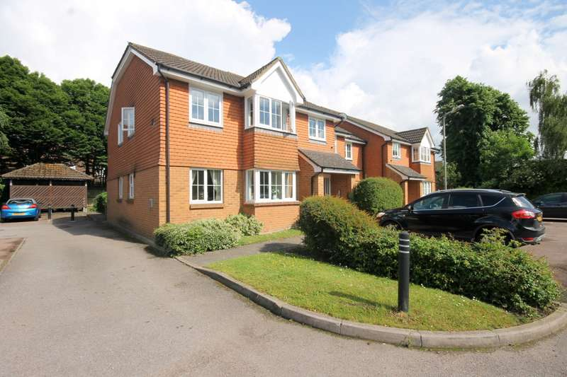 2 Bedrooms Flat for sale in Pinewood Mews, Stanwell, Staines-Upon-Thames, TW19
