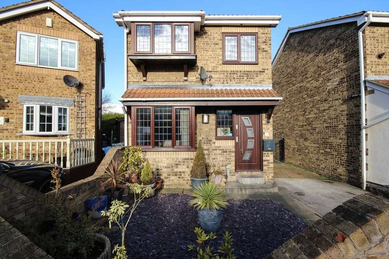 3 Bedrooms Detached House for sale in Maythorne Close, Barnsley, South Yorkshire, S75