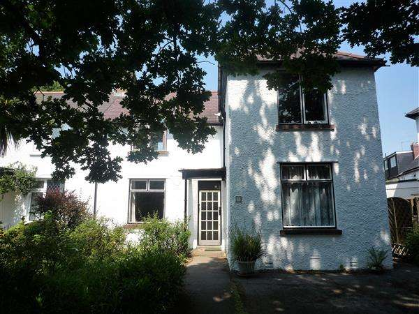 3 Bedrooms House for sale in Charlotte Square, Rhiwbina, Cardiff