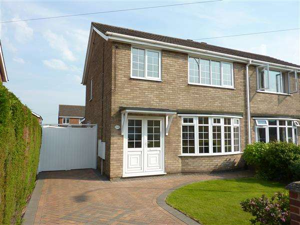 3 Bedrooms Semi Detached House for sale in ST NICHOLAS DRIVE, WYBERS WOOD, GRIMSBY