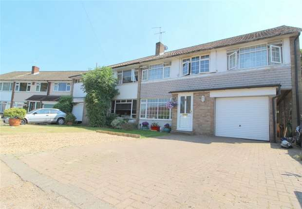 4 Bedrooms Semi Detached House for sale in Avon Road, Sunbury-On-Thames, Middlesex