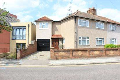4 Bedrooms Semi Detached House for sale in Gantshill, Ilford, Essex