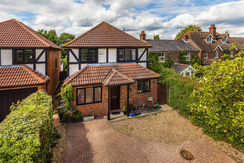 4 Bedrooms Detached House for sale in Lingfield Road, Edenbridge, TN8