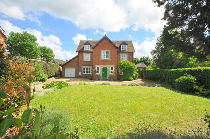 4 Bedrooms Detached House for sale in Ringwood, BH24 1JG