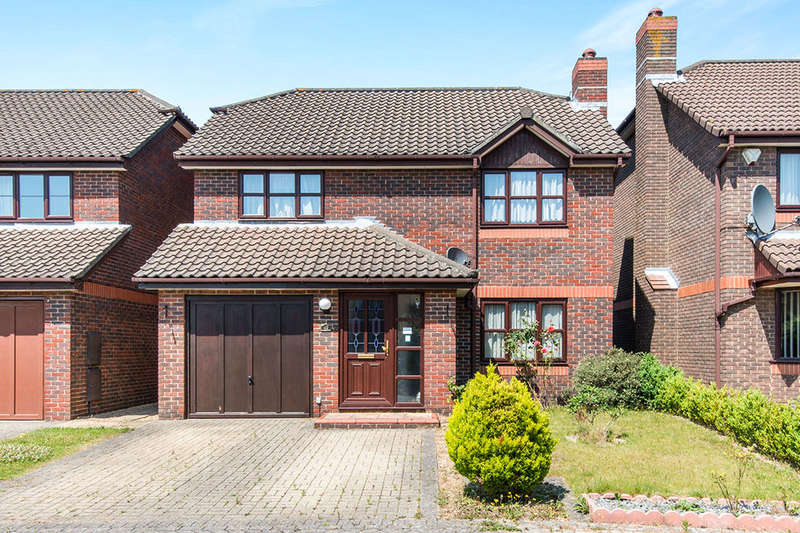 4 Bedrooms Detached House for sale in Hill Farm Road, Southampton, SO15