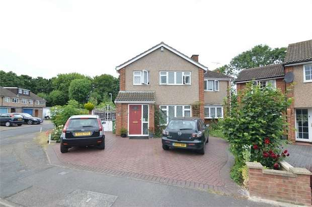 4 Bedrooms Detached House for sale in Perrysfield Road, Cheshunt, Hertfordshire