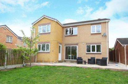 5 Bedrooms Detached House for sale in Farmoor Gardens, Sothall, Sheffield, South Yorkshire