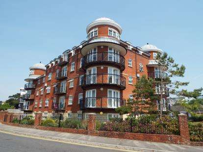 2 Bedrooms Flat for sale in 10A Boscombe Spa Road, Bournemouth, Dorset
