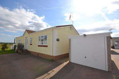 2 Bedrooms Mobile Home for sale in Hayes Chase Leisure Park, Burnham Road, Battlesbridge