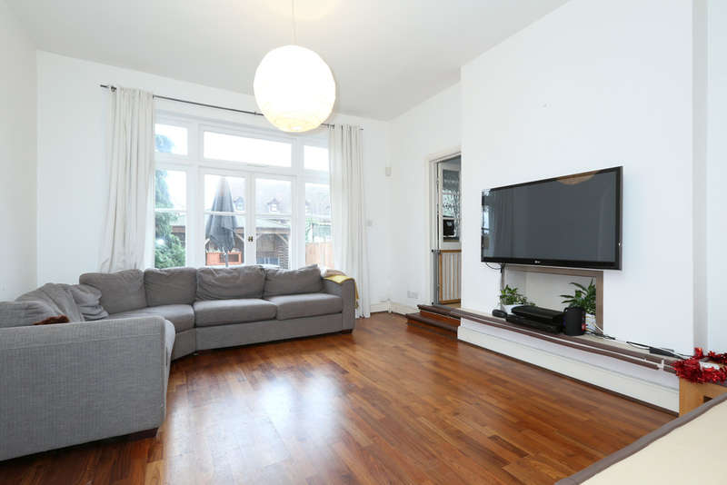 2 Bedrooms Flat for rent in Broomfield Avenue, Palmers Green, London, N13