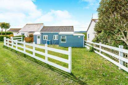 3 Bedrooms Bungalow for sale in Freathy, Millbrook, Cornwall