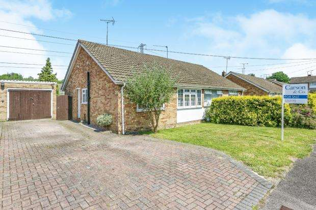 2 Bedrooms Bungalow for sale in Sandhurst, Berkshire, 5 Chiltern Road Sandhu