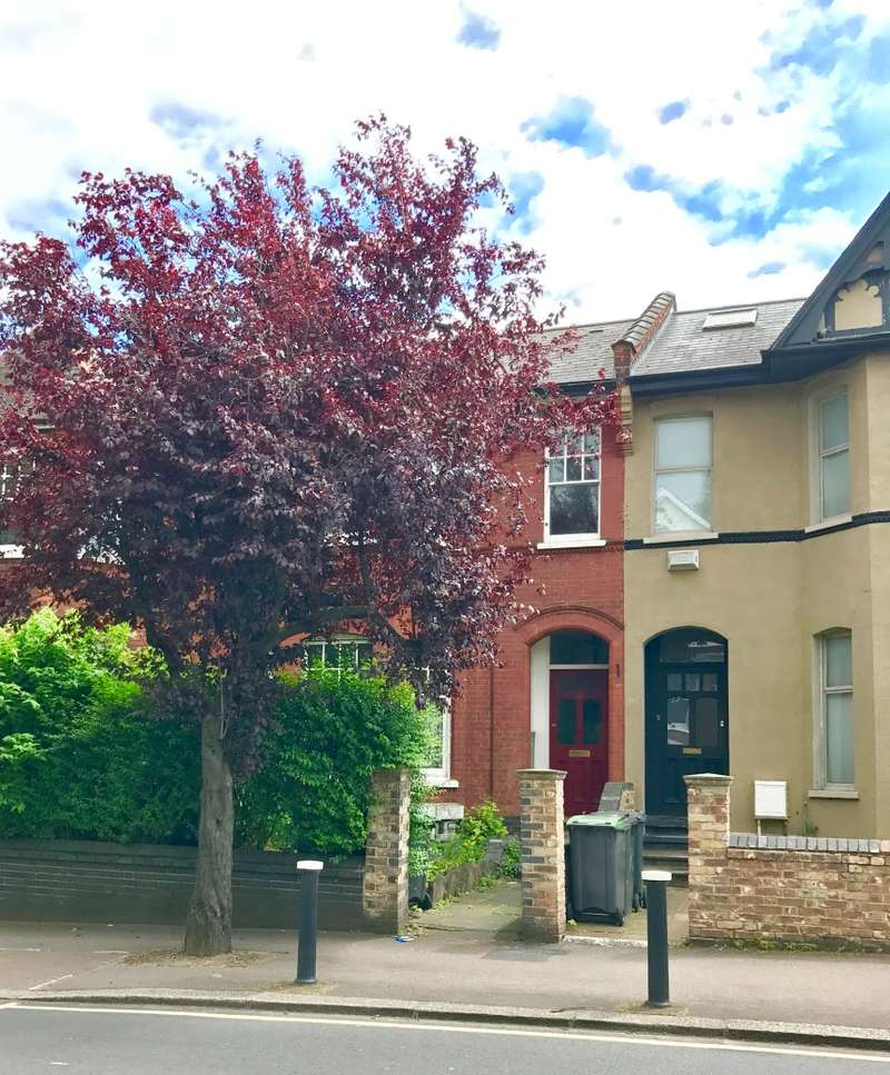 3 Bedrooms Maisonette Flat for sale in Park Avenue, Wood Green, London, N22 7EY