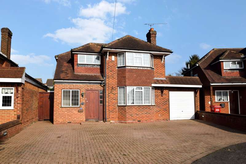 4 Bedrooms Detached House for sale in Lammas Road, Slough, SL1