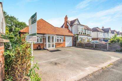 3 Bedrooms Bungalow for sale in Alcester Road, Stratford-Upon-Avon, Stratford Upon Avon, Warwickshire