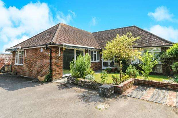 3 Bedrooms Bungalow for sale in Midhurst, West Sussex, .