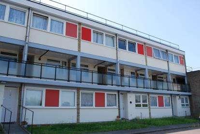 2 Bedrooms Flat for sale in Hartgrove Court, 19 Elmwood Crescent, London