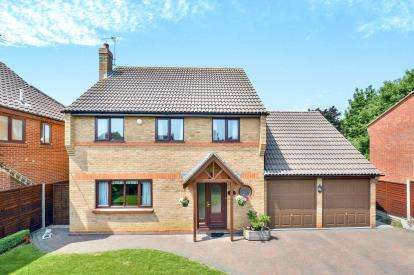 4 Bedrooms Detached House for sale in Harvester Close, Greenleys, Milton Keynes, Buckinghamshire