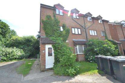 2 Bedrooms Maisonette Flat for sale in Guillemot Lane, Wellingborough, Northamptonshire