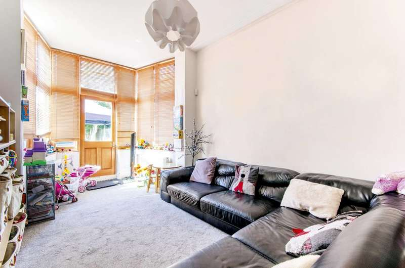 3 Bedrooms Terraced House for sale in Bowes Road, Arnos Grove, N11