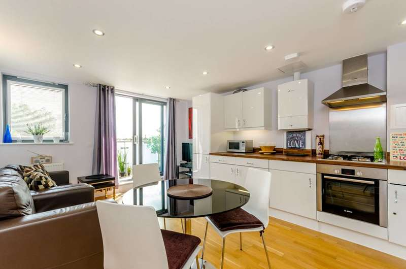 2 Bedrooms Flat for sale in Carmichael Road, South Norwood, SE25