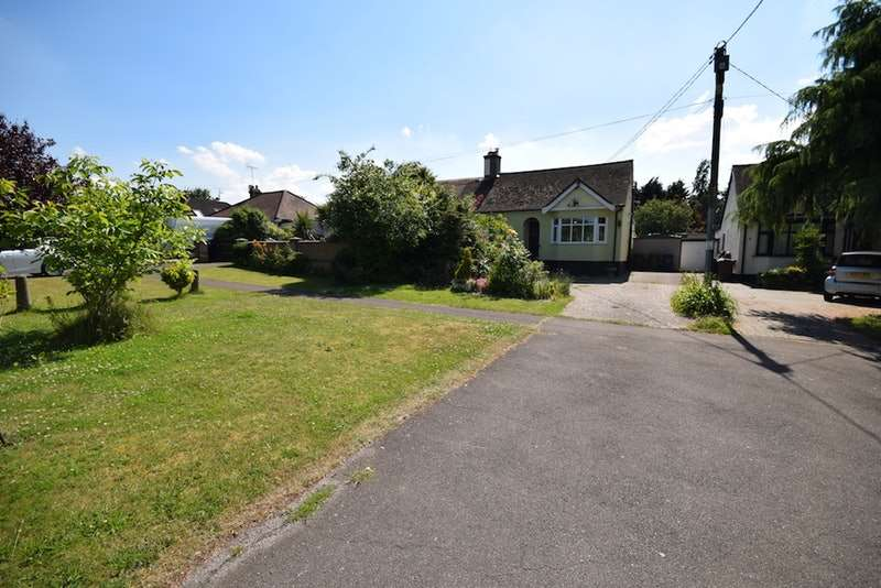 2 Bedrooms Bungalow for sale in Horndon Road, Horndon on The Hill, Essex, SS17