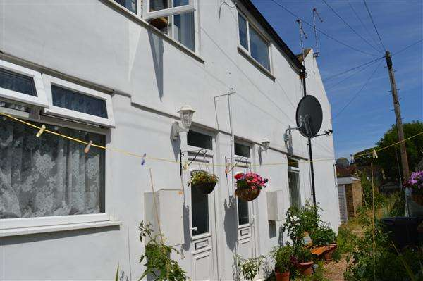2 Bedrooms Terraced House for sale in Hazeldell Cottages, Thanet Road, Margate