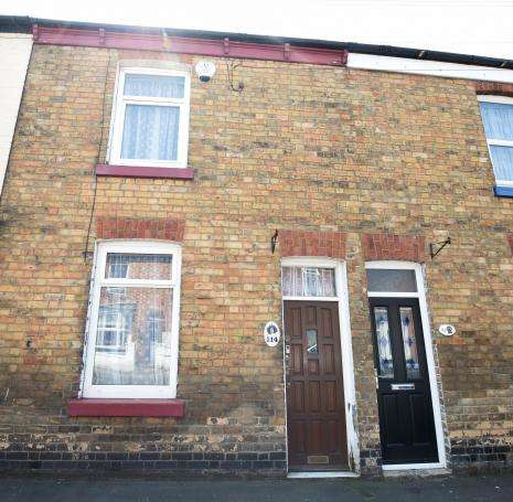 2 Bedrooms Terraced House for sale in Hoxton Road, Scarborough, North Yorkshire YO12 7SY