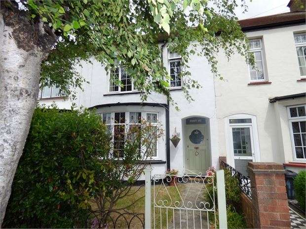 3 Bedrooms Terraced House for sale in Wellington Road, Westcliff on sea, Westcliff on sea, SS0 9XB