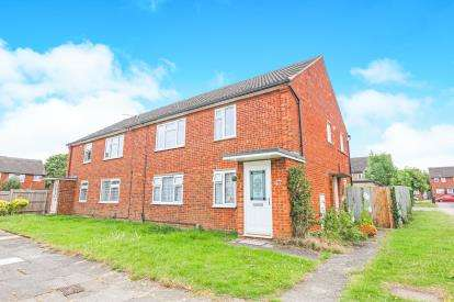 2 Bedrooms Maisonette Flat for sale in Kings Hedges, Hitchin, Hertfordshire, England