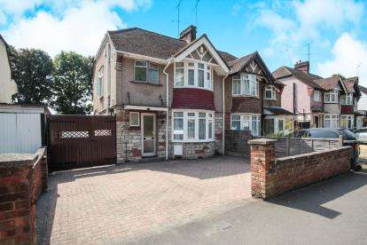 3 Bedrooms Semi Detached House for sale in Osborne Road, Luton, Bedfordshire