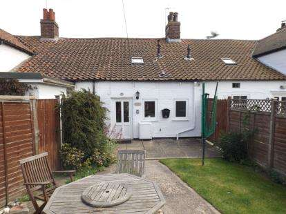 2 Bedrooms Terraced House for sale in Victoria Road, Mundesley, Norwich