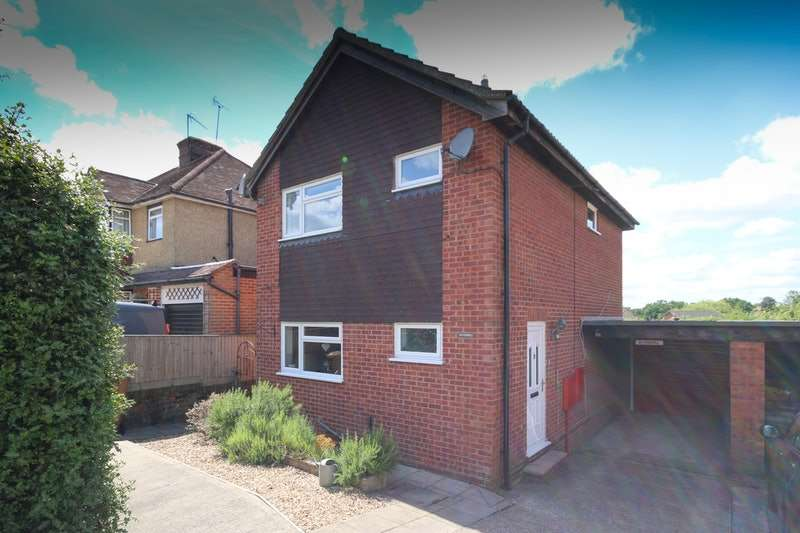 3 Bedrooms Detached House for sale in Cross Road, Ash vale, Surrey, GU12
